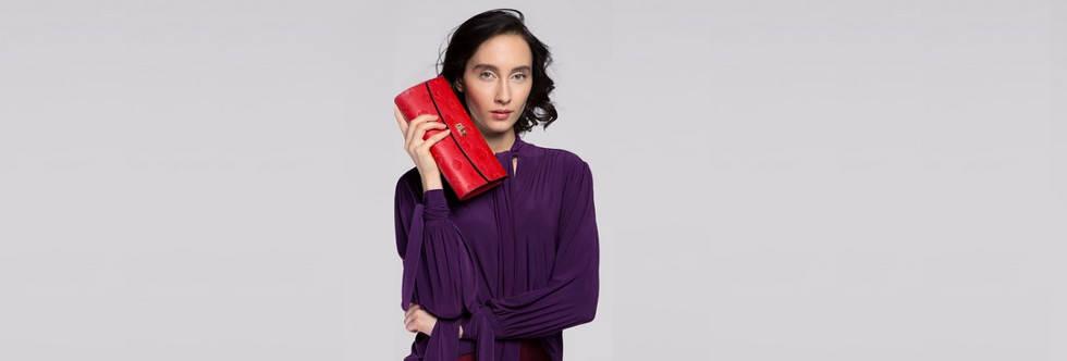 czerwona torebka – z czym nosić, aby wyglądać elegancko i szykownie
