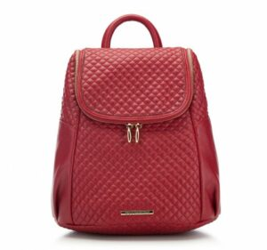 pikowany czerwony plecak