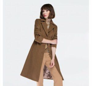 jednorzędowy płaszcz camelowy
