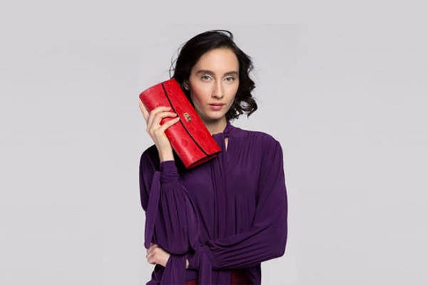 427dceccd0 Czerwona torebka – z czym nosić