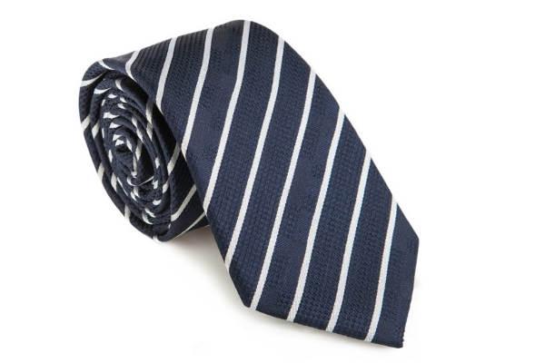 Jaki krawat wybrać? Rodzaje i sposoby wiązania. Przewodnik eleganckiego mężczyzny