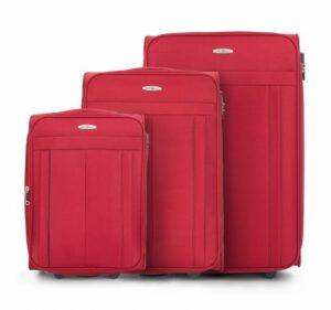 czerwony zestaw walizek z kolekcji Basic+ na wyjazd na narty