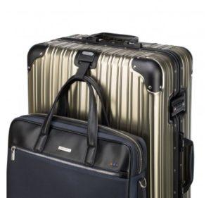 średnia walizka z kolekcji Aluminium Line