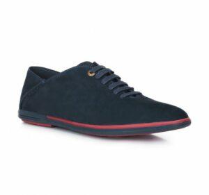styl marynarski: granatowe buty z przeszyciami