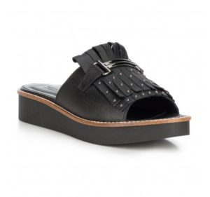 letnie buty damskie: klapki z frędzlami