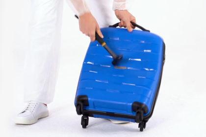 Twarde walizki WITTCHEN są odporne na uderzenia, spadanie i zgniatanie – przetestowaliśmy to!