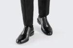 Jakie buty pasują do czarnego garnituru?