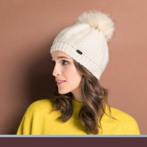 czapka damska w kolorze ecru