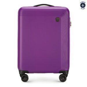 fioletowa walizka kabinowa z kolekcji Modern na city break