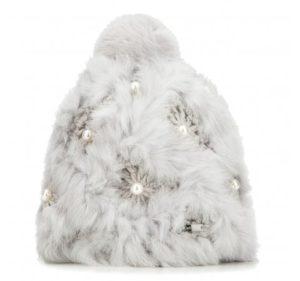 futrzana czapka z perłami