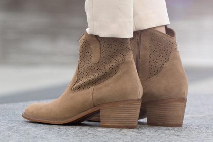 Damskie buty w kolorach równie uniwersalnych co czarny. Modele, które pasują do każdej stylizacji. Sprawdź sama!