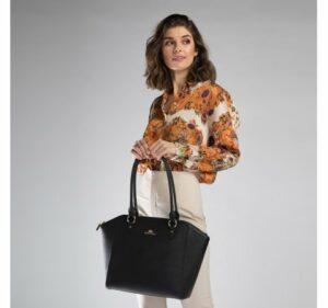 porządki w szafie: czarna torebka z kolekcji Elegance