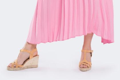 Sandały na koturnie - dlaczego warto mieć je w szafie?