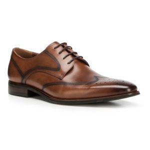 Brązowe buty do beżowego garnituru