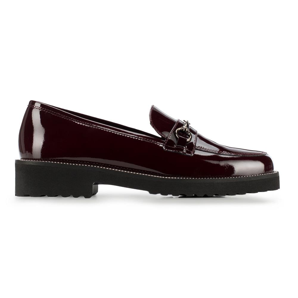 Ciemnoczerwone buty z lakierowanej skóry