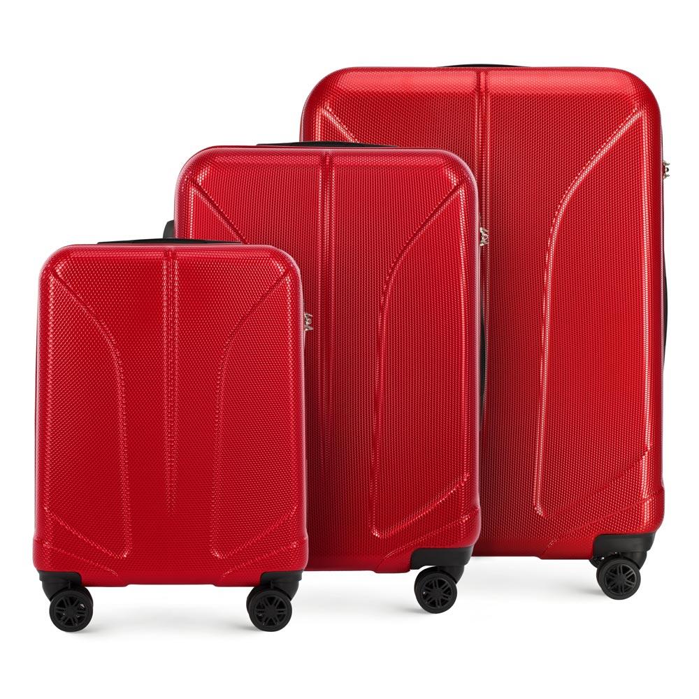 Zestaw czerwonych walizek