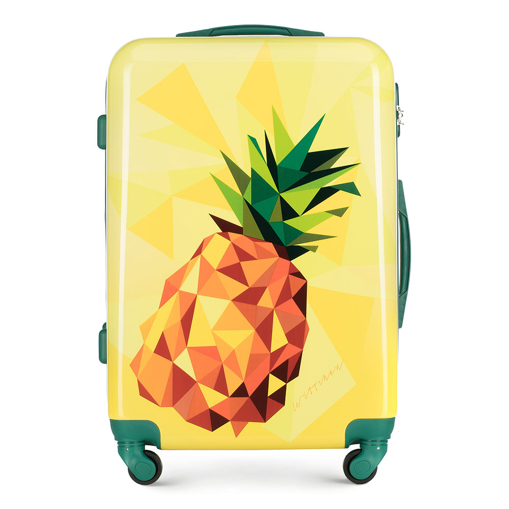 Żółta walizka z ananasem