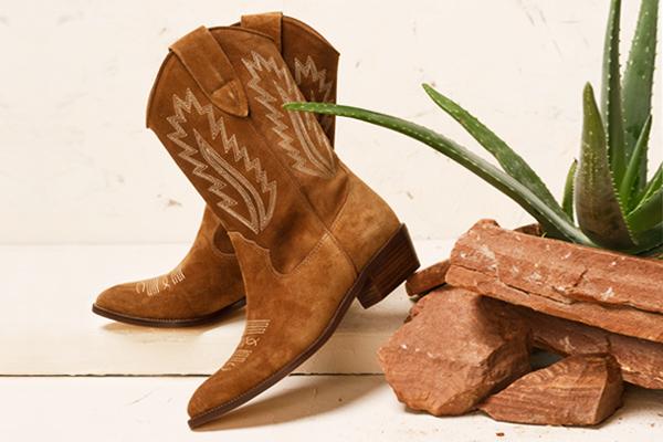 Cowboy-Stiefeletten für Damen: Wie trägt man sie 2021?