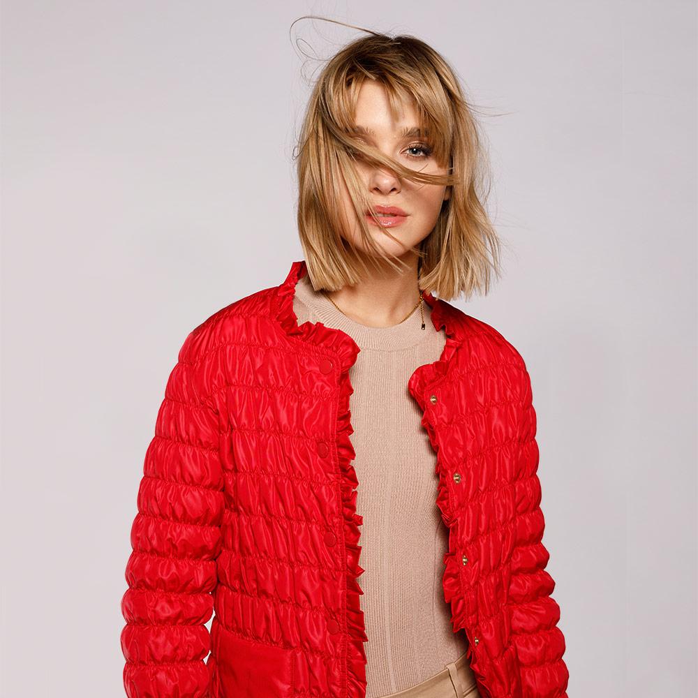 Pikowana i marszczona czerwona kurtka