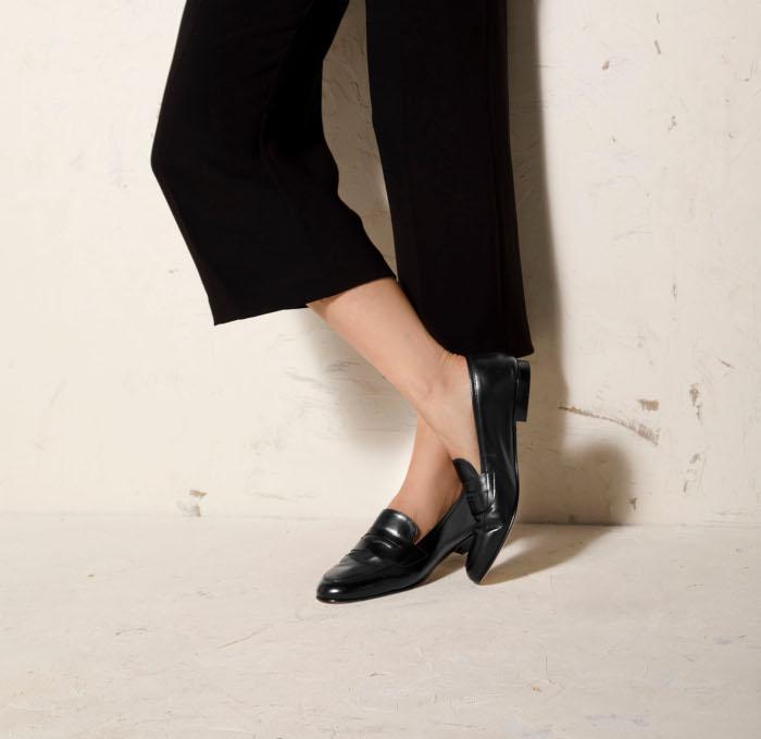 Jakie buty do szerokich spodni? Płaskie półbuty