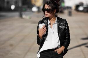 Jak nosić damską ramoneskę
