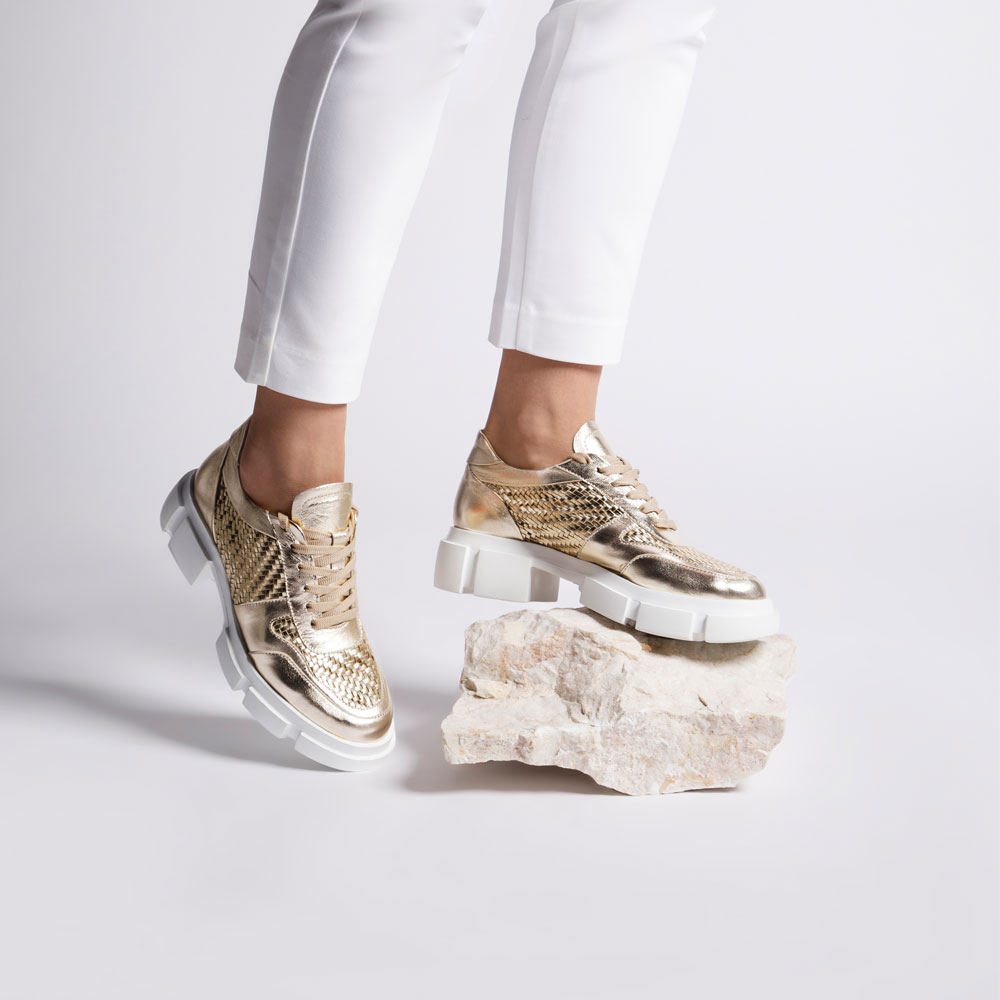 Plecione buty na platformie