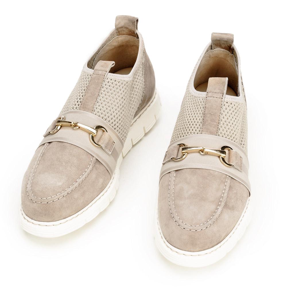 Sneakersy o kroju mokasynów