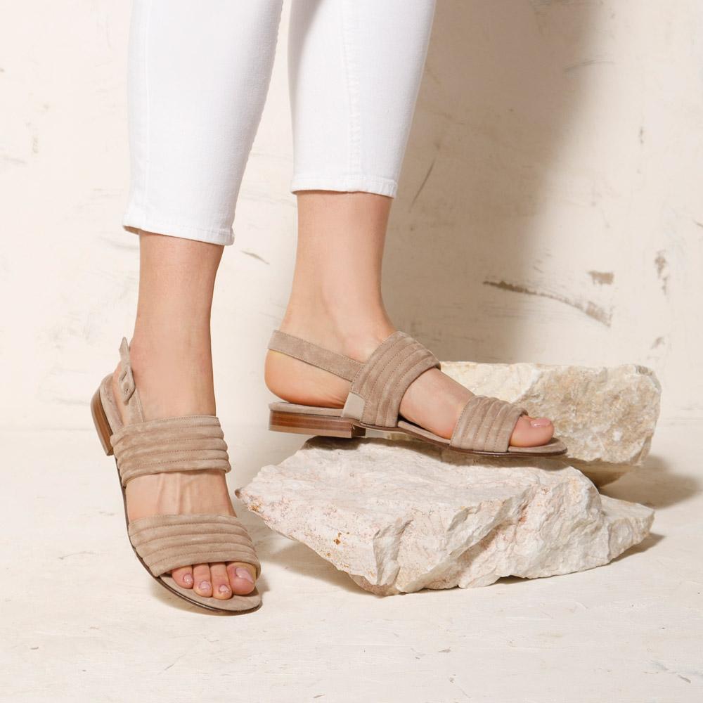 Zamszowe pikowane sandały na lato 2021
