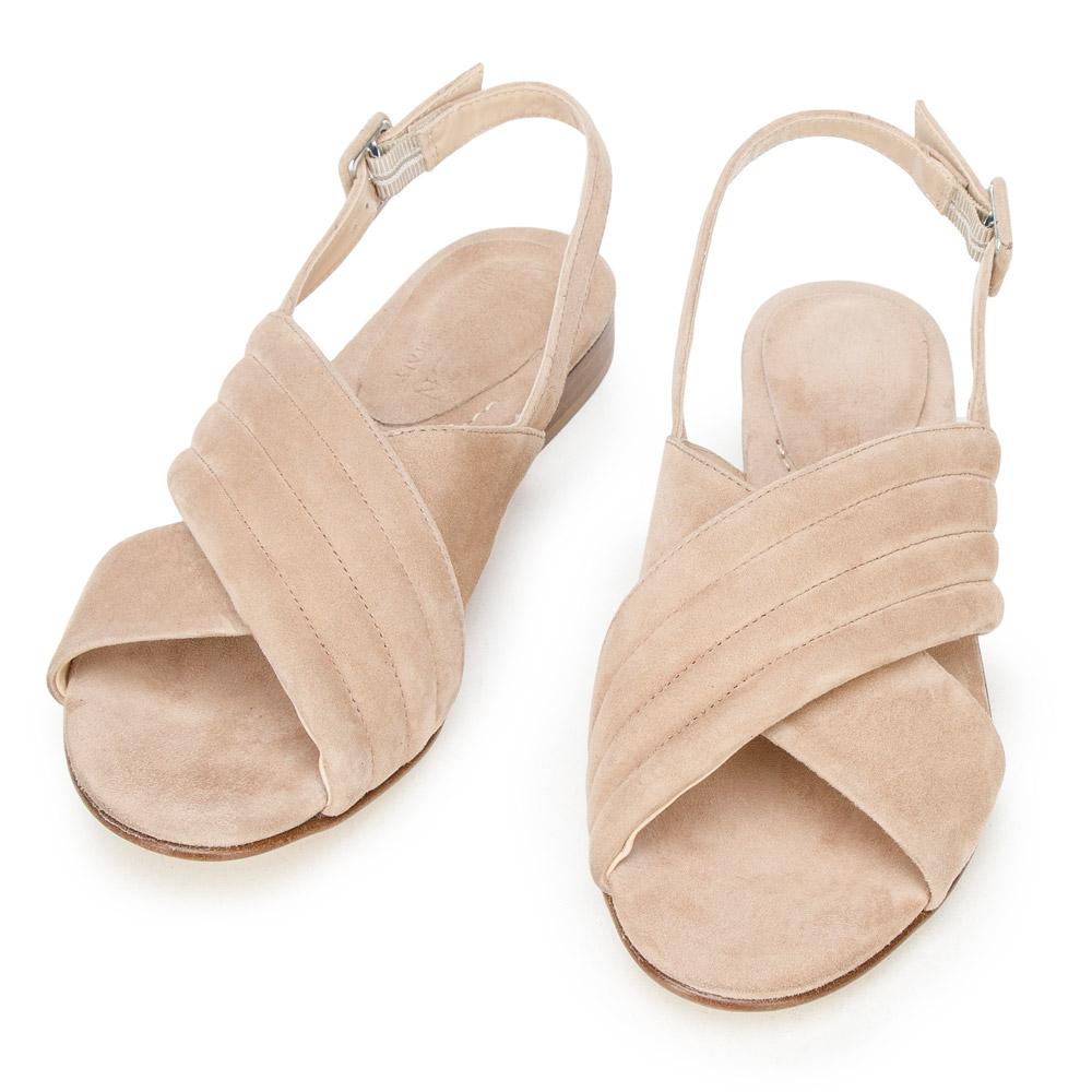 Płaskie sandałki - idealne na urlop