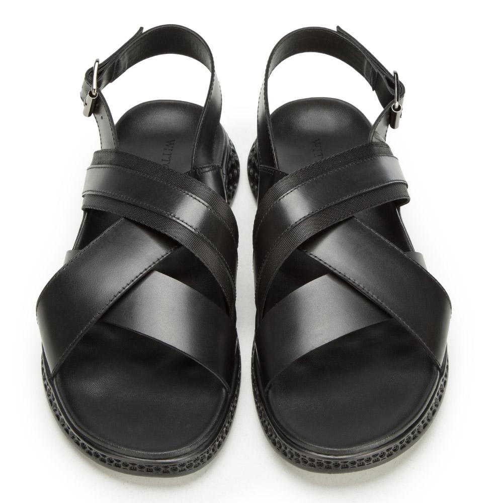 Jakie buty spakować na wakacje? Skórzane sandały